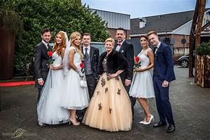 Haus Der Braut Mönchengladbach : sabine kuch in einem ausgefallenen sch tzenfestkleid auf der hochzeitsmess r umungsverkauf ~ Markanthonyermac.com Haus und Dekorationen
