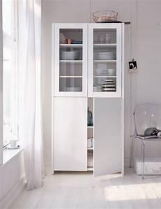 Kleines Regal Küche : auch im geradlinig modernen gewand hat dieser vitrinen klassiker seinen reiz impressionen ~ Markanthonyermac.com Haus und Dekorationen
