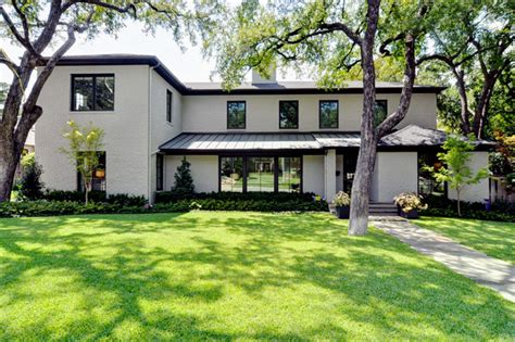 Modern Bungalow   Modern   Exterior   Dallas   by Braswell Homes Inc