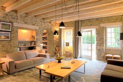 salon cosy poutres mur en et sol house meubles murs de et poutres