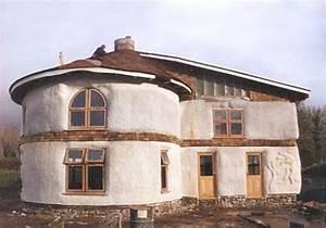Erdhaus Selber Bauen : erstes lasttragende strohballenhaus houses pinterest strohballenhaus lehm und lehmhaus ~ Markanthonyermac.com Haus und Dekorationen