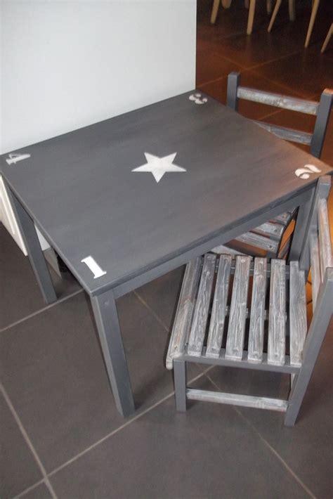 ensemble table et 2 chaises enfant en bois patine gris chambre d enfant de b 233 b 233 par ambiance