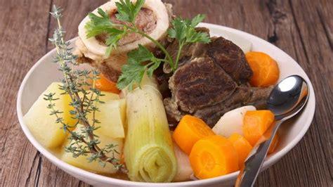 comment faire du jarret de porc en pot au feu plats cuisine vins
