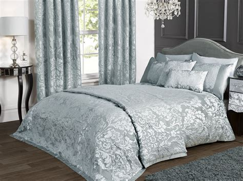 Damask Bedding For Those Who Loved Classic Touches In