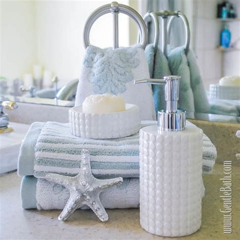 light bright coastal style bath decor idea