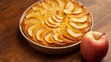 comment faire une tarte aux pommes et myrtilles desserts cuisine vins