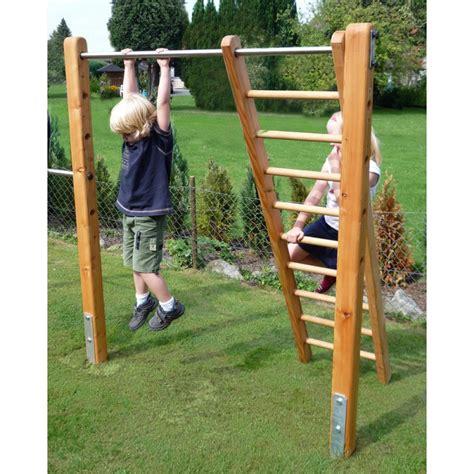 Dreifachturnreck Für Ihre Kinder Im Garten