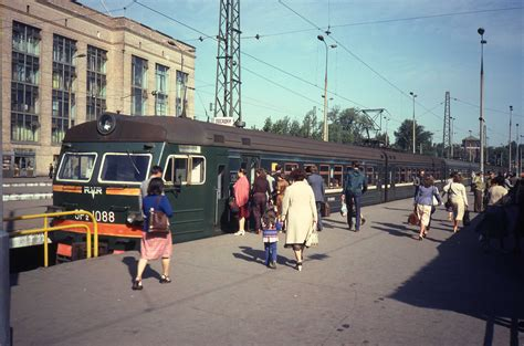 Moscow Train Station by File Moscow 1982 Train Station Iii Jpg Wikimedia Commons