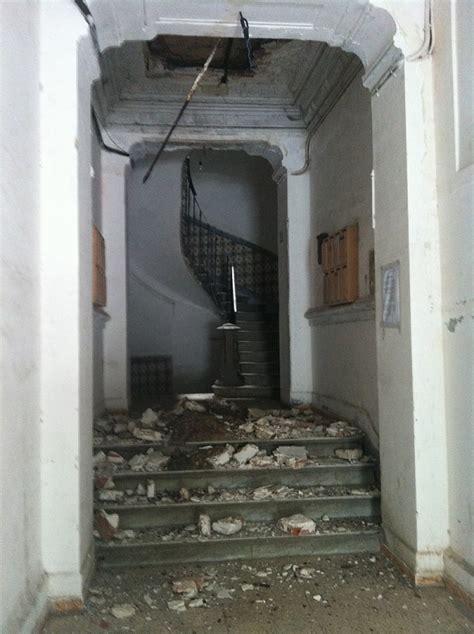 dzairinfos tsa vid 201 o alger la cage d escalier d un immeuble en r 233 novation s effondre
