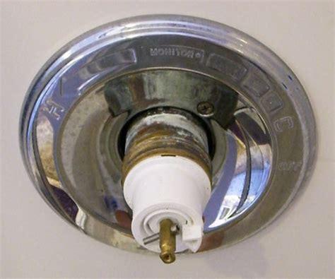 fix leaking bathtub faucet delta fixing leaky delta bathtub faucet 171 bathroom design