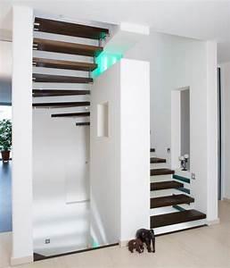 Halbgewendelte Treppe Mit Podest : freitragende treppen f r luftige treppenr ume planungswelten ~ Markanthonyermac.com Haus und Dekorationen