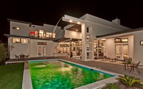 modern vs contemporary custom homes the difference