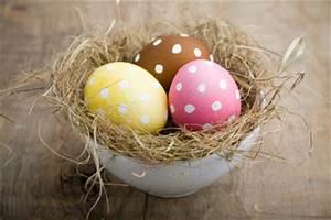 Gekochte Eier Dekorieren : ostereier mit wasserfarbe bemalen so geht 39 s ~ Markanthonyermac.com Haus und Dekorationen