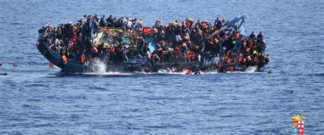 Pictures Of Sinking Boats by Dramatic Video Shows Migrants Rescued From Sinking Ship