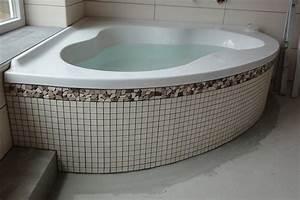 Eckbadewanne Fliesen Bilder : badewanne verkleidet ~ Markanthonyermac.com Haus und Dekorationen