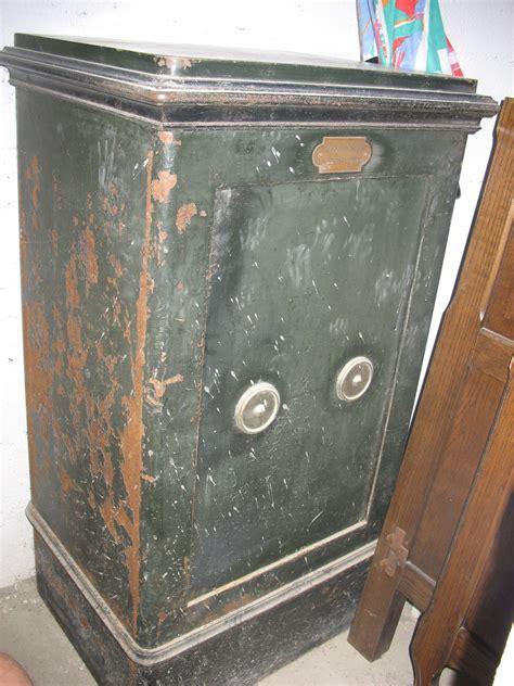 estimation mobiliers anciens ancien coffre fort de marque mercure