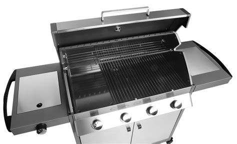les meilleurs barbecues polyvalents pour tout cuisiner dehors