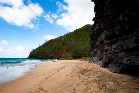 Most Dangerous Beaches In Hawaii  Oystercom Hotel Reviews
