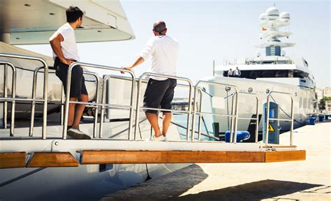 Yacht Crew Jobs by Finding Yacht Jobs At Sea Yacht Crew Positions