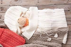 Schlafsack Für Baby : baby schlafsack mit zopfmuster kostenlose strickanleitung ~ Markanthonyermac.com Haus und Dekorationen