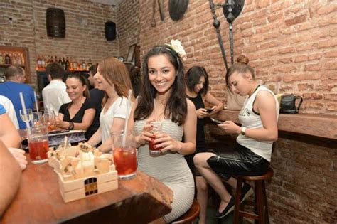 Is It Easy To Date Turkish Women?  Istanbul Nightlife