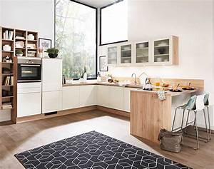 Häcker Küchen Arbeitsplatten : h cker gem tliche k che in holzoptik mit wei en fronten meda gute k chen ~ Markanthonyermac.com Haus und Dekorationen