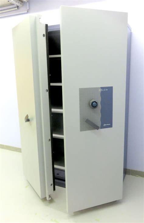 coffre fort de marque fichet bauche modele celsia 800 800 kg systeme a combinaison 197 x 130 x 60 c