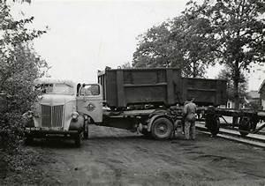 Van Gend En Loos : picture the transferring of a container from the ns between two trucks one is from van gend en ~ Markanthonyermac.com Haus und Dekorationen