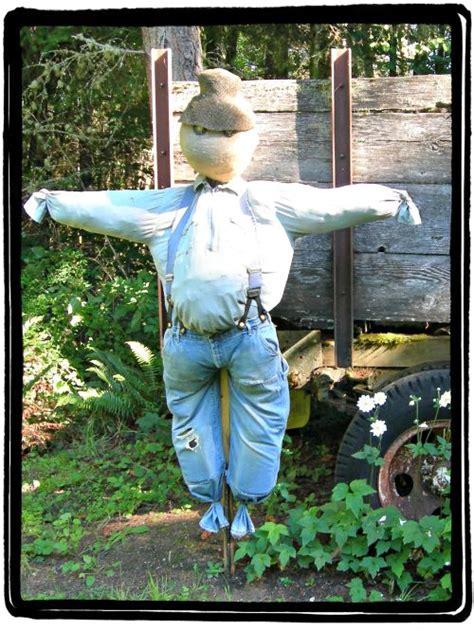Diy Scarecrow For Garden diy scarecrow how to make a scarecrow with items around