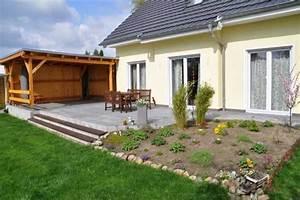 Tipps Für Hausbau : terrasse und garten neu gestalten mit gartenm bel terrasse oberhalb garten terrasse steinboden ~ Markanthonyermac.com Haus und Dekorationen