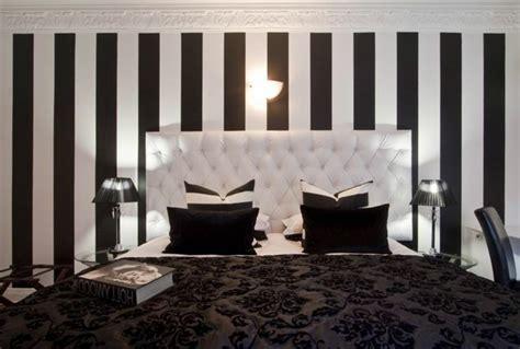 papier peint raye noir et blanc atlub