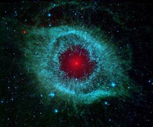 APOD: 2009 December 31 - Dust and the Helix Nebula