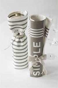 Wände Dekorieren Mit Stoff : 10 kreative ideen wie sie weinflaschen verpacken und dekorieren ~ Markanthonyermac.com Haus und Dekorationen