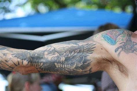 tatouage bras interieur homme