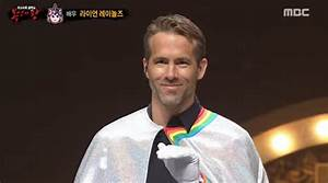 Ryan Reynolds Sings 'Tomorrow' From Annie While Wearing A ...