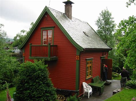 Cottage In Norway With Flared Roof  Tolle Häuser