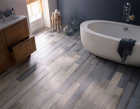 parfait carrelage salle de bain avec lames pvc salle de bain 24 dans carrelage de sol de salle