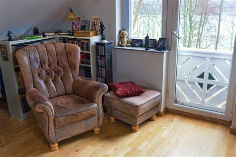 r 233 nover un vieux fauteuil en cuir