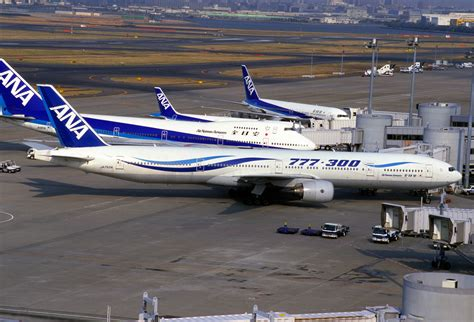 File:All Nippon Airways B777-381 (JA752A-28274-160).jpg - Wikimedia Commons
