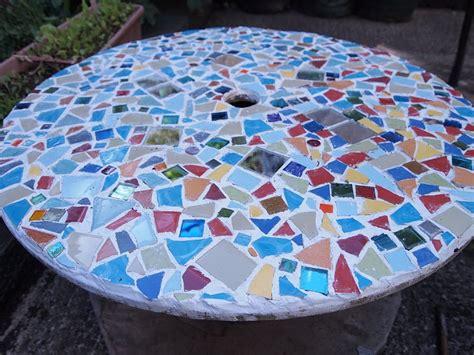 DIY Project 3; Cable Spoon > Mosaic Garden Table   bakedcottonstar
