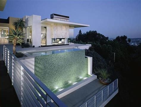 maison de luxe architecture moderne villa au bord de la mer minimal design by brett barrett
