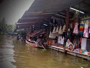 Life Beyond Blues: Damnoen Saduak Floating Market