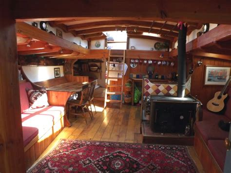 Living On A Boat Full Time Uk by 1000 Ideas About Wooden Boats For Sale On Pinterest