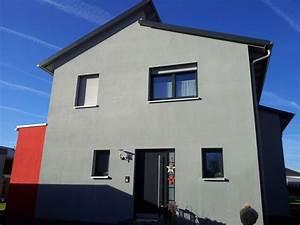 Engelhardt Und Geissbauer : einfamilienhaus modern holzhaus versetztes pultdach fenster modern anbau mit flachdach ~ Markanthonyermac.com Haus und Dekorationen