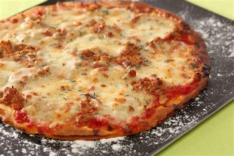 pizza au thon et a la mozzarella recette de pizza au thon