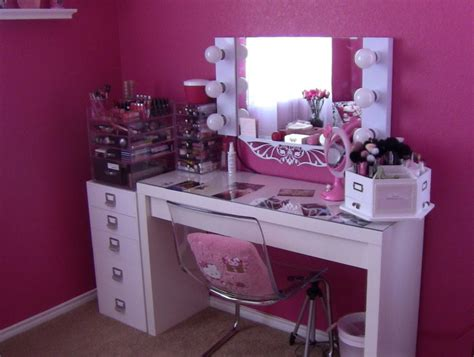 Furniture. White Bedroom Vanity Table With Lighted Mirror