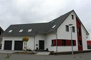 Engelhardt Und Geissbauer : einfamilienhaus modern holzhaus holzfassade satteldach garage mit satteldach dachfenster ~ Markanthonyermac.com Haus und Dekorationen