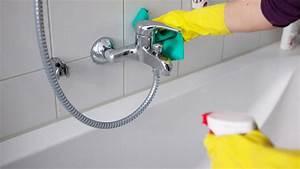 Hausmittel Gegen Schimmel In Der Dusche : hausmittel gegen kalk an der duschwand abdeckung ablauf dusche ~ Markanthonyermac.com Haus und Dekorationen