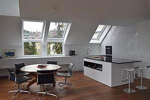 Küche In Dachschräge : k che in wei hochglanz unter dachschr ge ~ Markanthonyermac.com Haus und Dekorationen