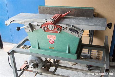 Nouvelle Venue Dans L'atelier  Une Kity 635 Travailler